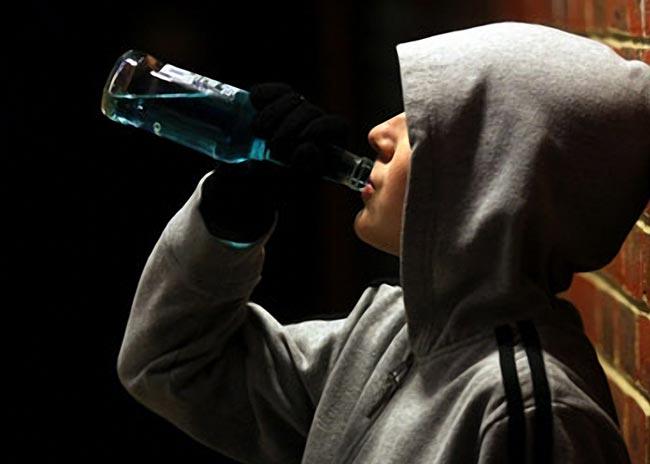 Τι οδηγεί τους νέους στο αλκοόλ;  thumbnail
