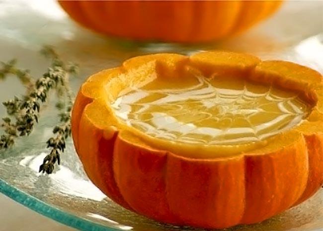 Μια υπέροχη σούπα βελουτέ με κολοκύθα και γιαούρτι thumbnail
