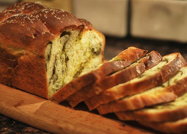 Σπιτικό ψωμί με βότανα thumbnail