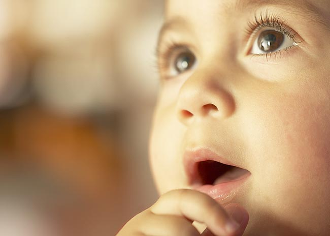 Πώς να ενθαρρύνω το μωρό μου να μιλήσει; thumbnail