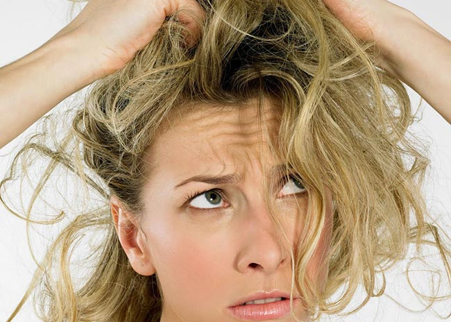 Πώς θα φροντίσω λιπαρά και ξηρά μαλλιά χωρίς να ξοδευτώ;  thumbnail
