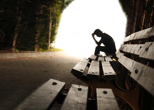 Γιατί νιώθω μοναξιά όταν είμαι με παρέα; thumbnail