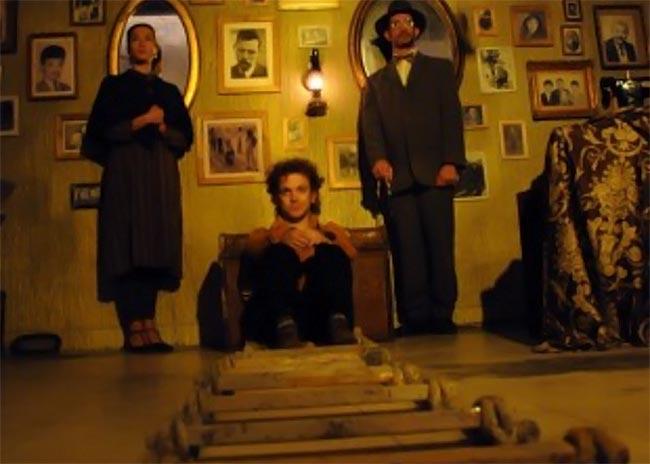 Ποια παράσταση προτείνει η Μάνια Παπαδημητρίου;  thumbnail