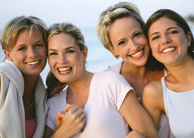 H φιλία κάνει καλό και στην υγεία των γυναικών; thumbnail