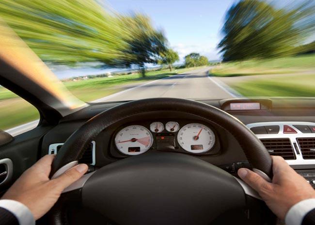 """Τι είναι το σύνδρομο της """"νευρικής οδήγησης""""; thumbnail"""