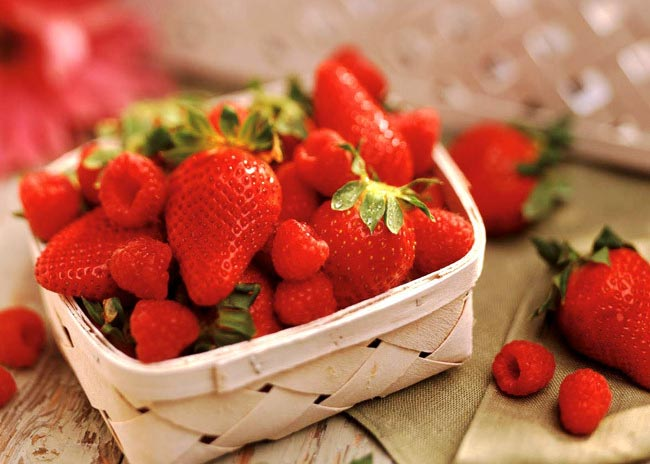 Αντιμετωπίστε τις πανάδες με μια φράουλα! thumbnail