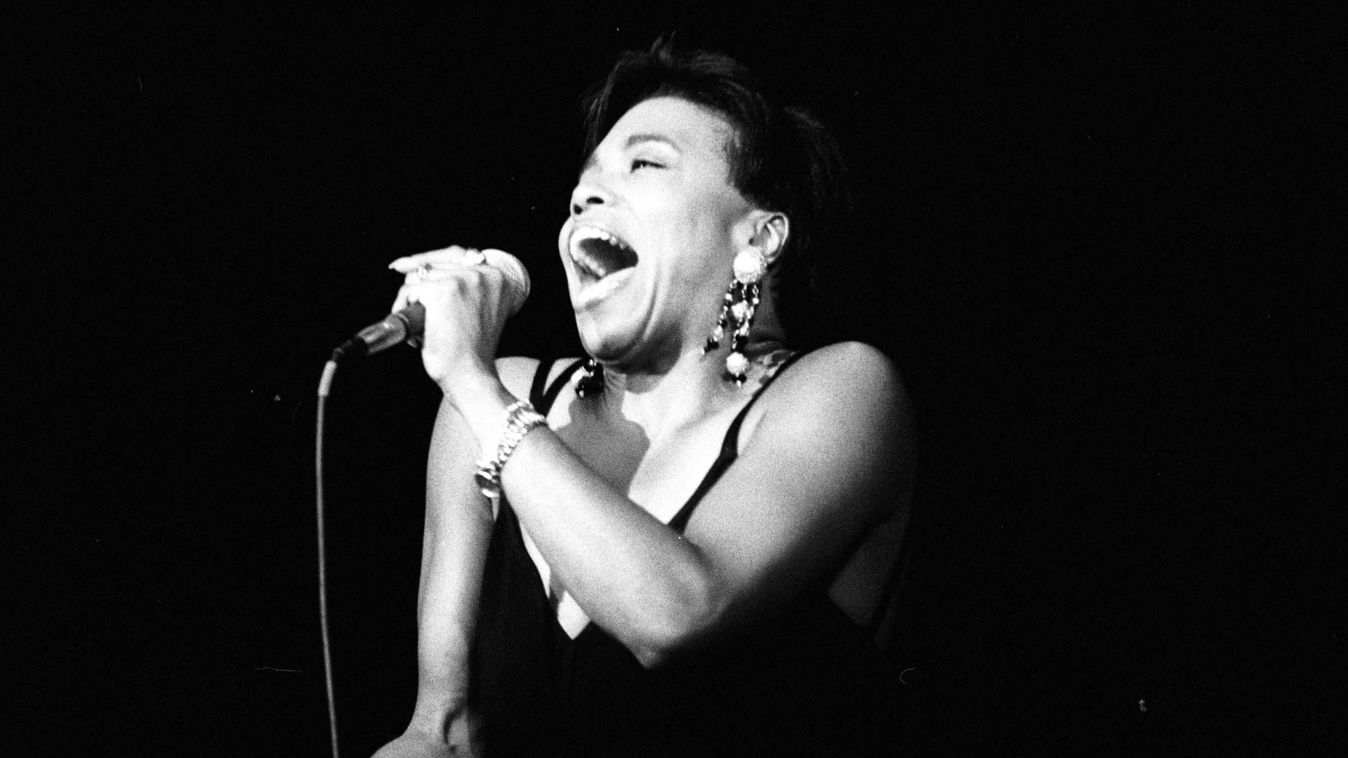 Η Ντίβα της Jazz, Dee Dee, στο Gazarte! thumbnail