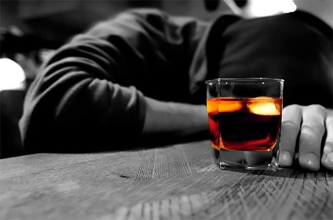 Τα στάδια και τα συμπτώματα του αλκοολισμού; thumbnail
