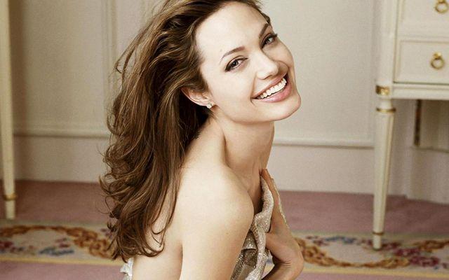 Angelina Jolie: Γιατί έκανα διπλή μαστεκτομή  thumbnail