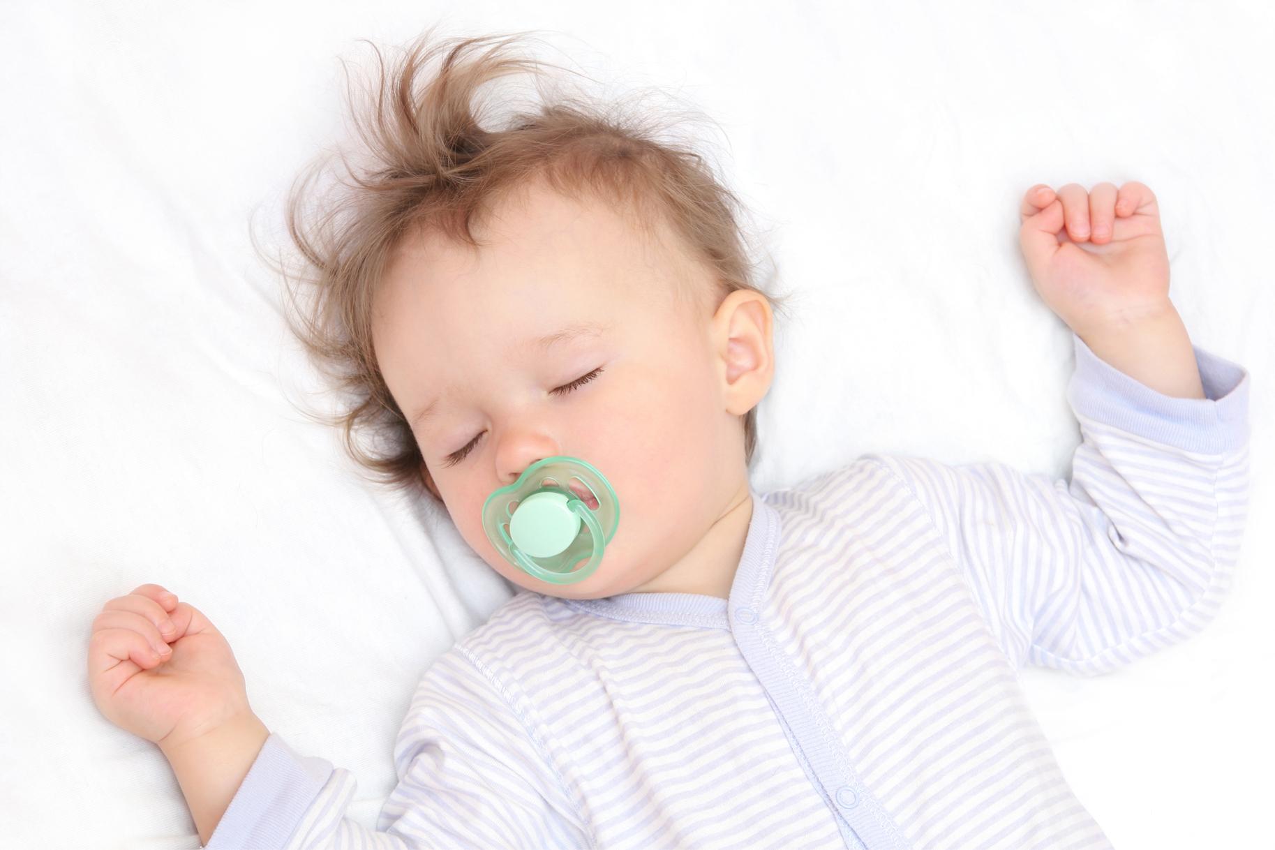 Η πιπίλα ωφελεί την καρδιά των μωρών! thumbnail