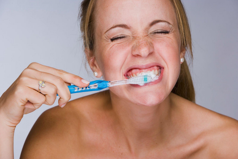 Δεν πλένουν τα δόντια τους οι Έλληνες έφηβοι thumbnail