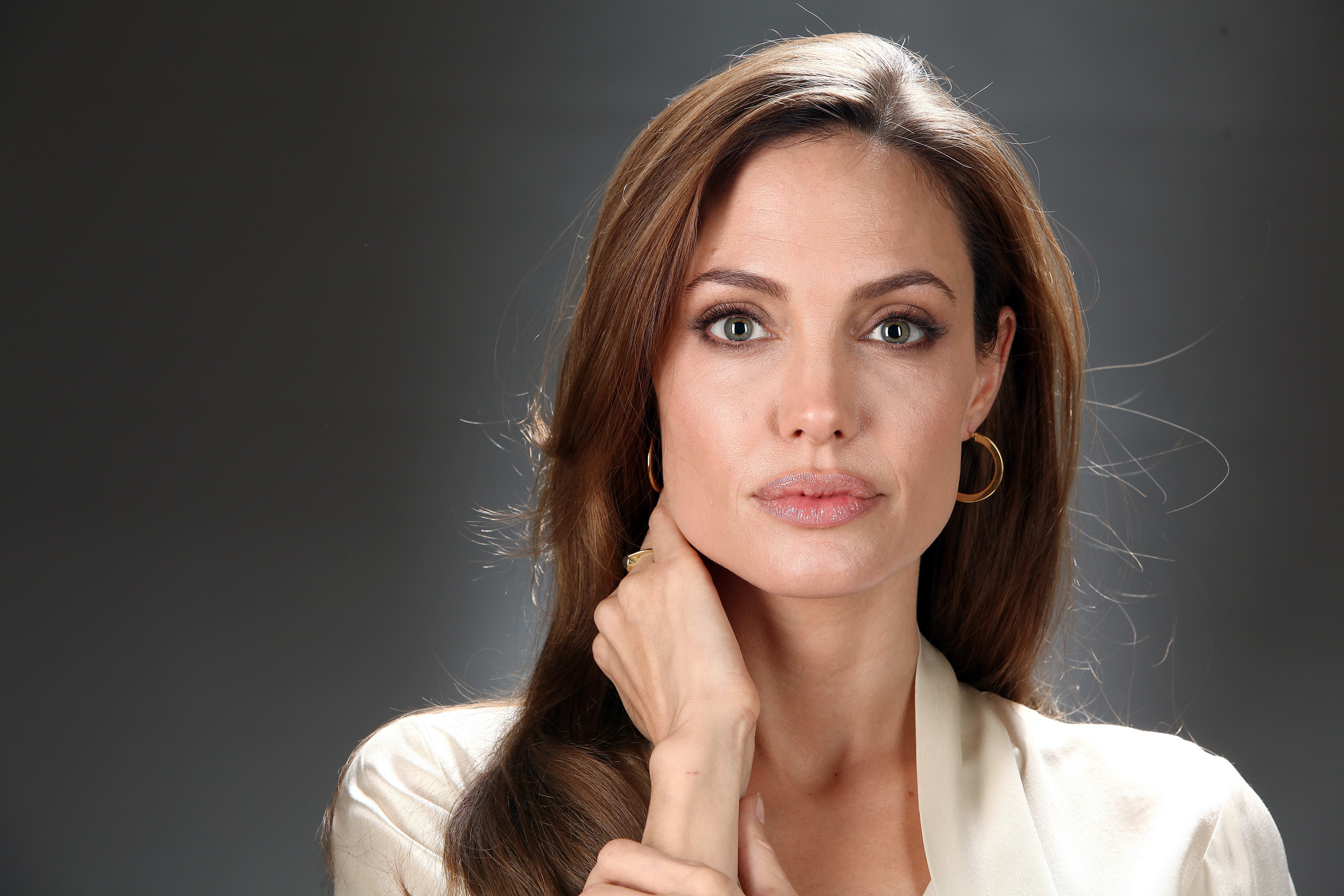 H εξέταση που έσωσε τη ζωή της Angelina Jolie! thumbnail