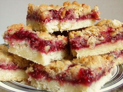 Ελαφρύ μπισκοτένιο γλυκό με φρούτα! thumbnail