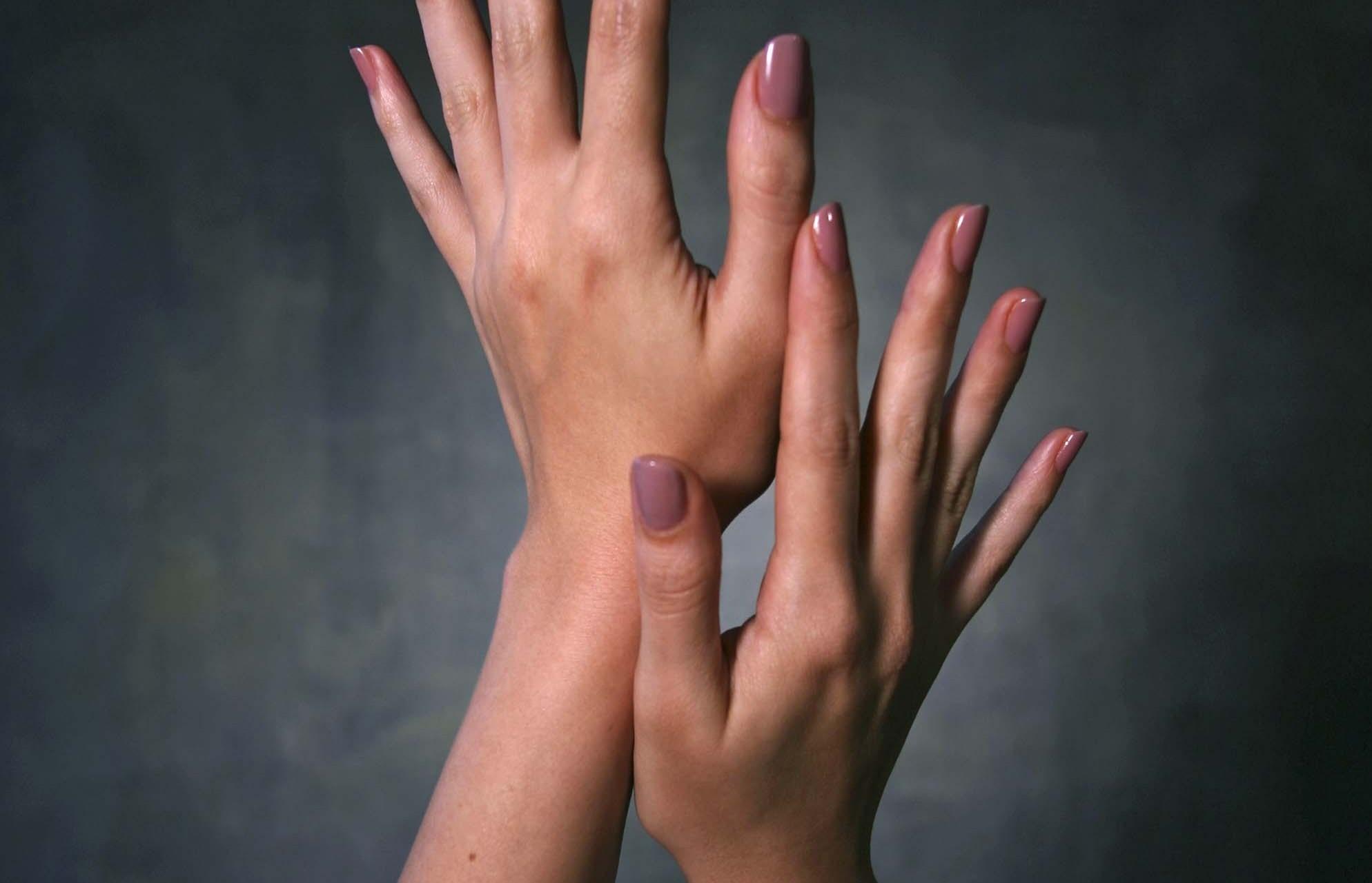 5 μυστικά για απαλά και νεανικά χέρια! thumbnail