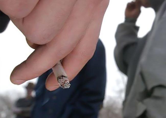 Ποιοι έφηβοι είναι πιο επιρρεπείς στο τσιγάρο; thumbnail