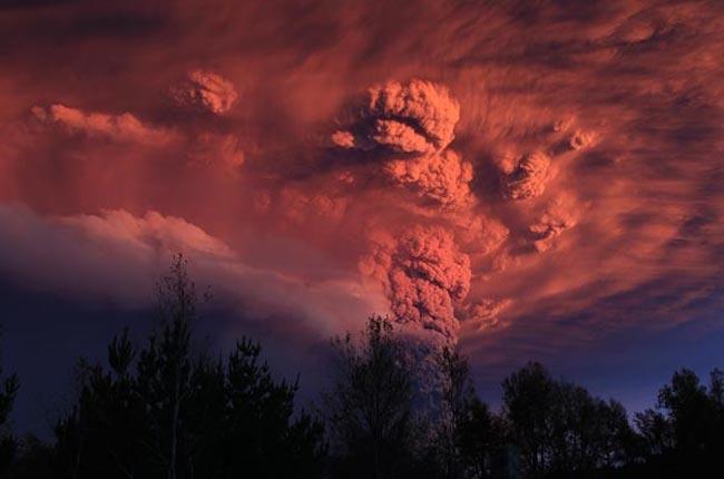 Ηφαίστειο προκαλεί τρόμο σε Χιλή και Αργεντινή  thumbnail