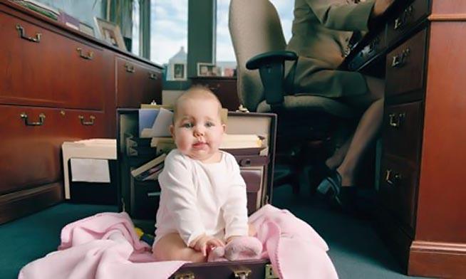 Όταν η μητέρα εργάζεται και δε δίνει χρόνο στο παιδί;  thumbnail