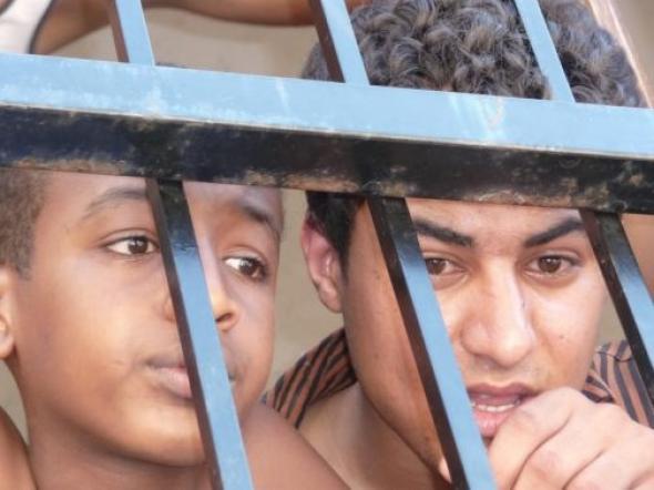 Ιδιωτικό σχολείο μεταναστών σε υπόγειο thumbnail