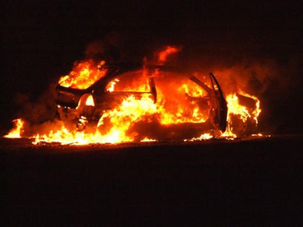 Φωτιά σε αυτοκίνητο στη Γλυφάδα thumbnail