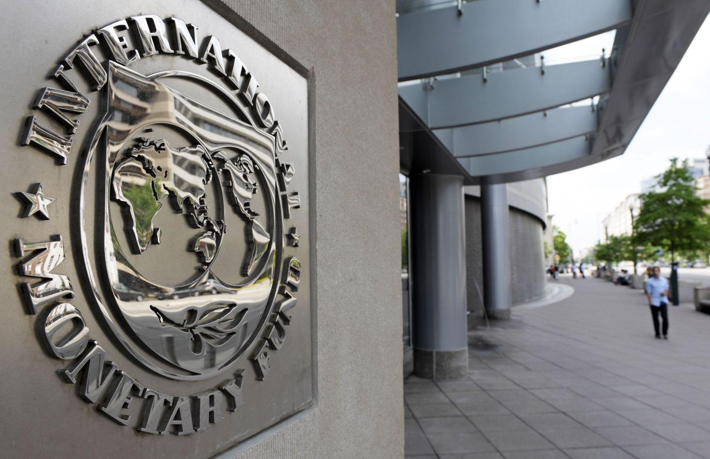 ΤΟ ΔΝΤ απειλεί να σταματήσει τη δανειοδότηση της Ελλάδας  thumbnail
