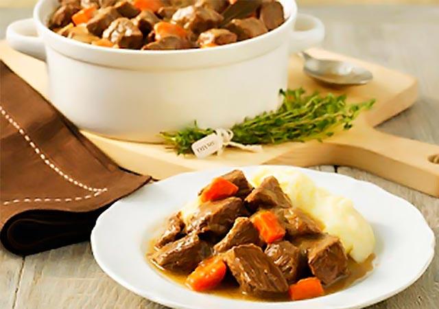 Μοσχαράκι φούρνου με καρότα και κρασί! thumbnail