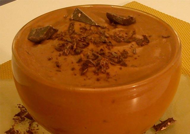 Φτιάξτε μια λαχταριστή μους σοκολάτα με κομματάκια γκοφρέτας thumbnail