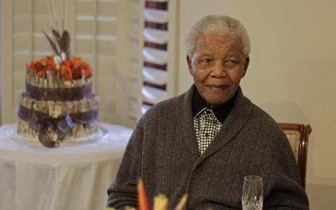 Σε σοβαρή κατάσταση νοσηλεύεται ο Μαντέλα thumbnail