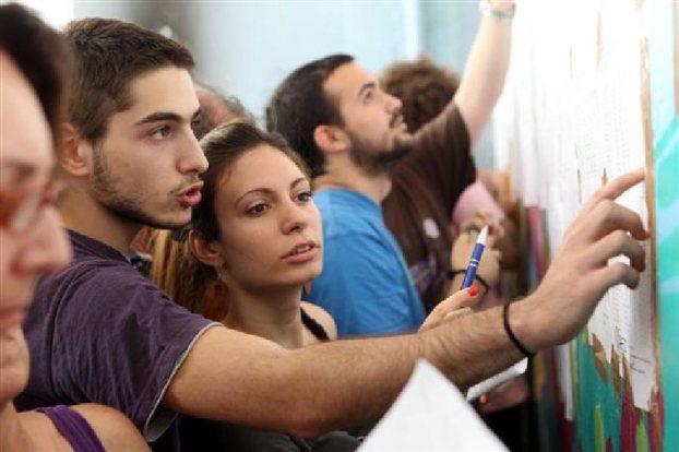 Πανελλαδικές εξετάσεις:Στα Λύκεια οι βαθμολογίες μετά τις 13:00 thumbnail