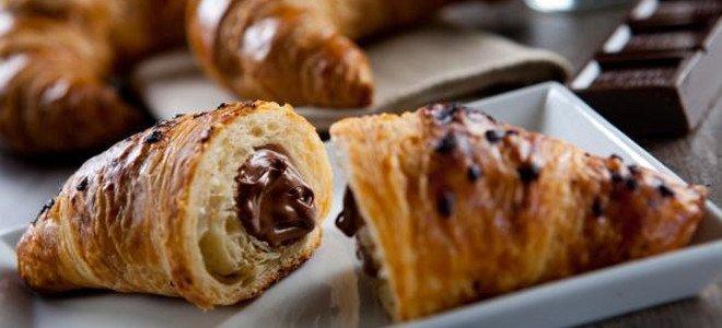Φτιάξτε σπιτικά κρουασάν σοκολάτας! thumbnail