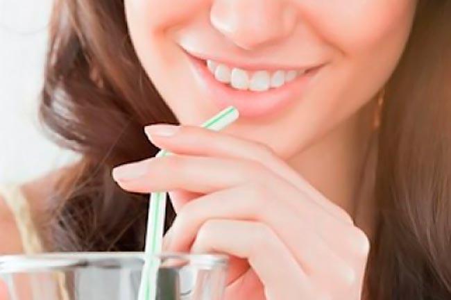 Πώς αποφεύγουμε τους λεκέδες στα δόντια; thumbnail