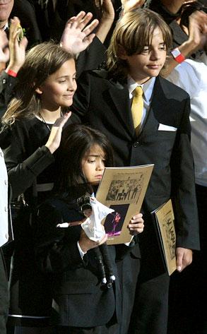 Προσωπικό βίντεο του Michael Jackson με τα παιδιά του! thumbnail