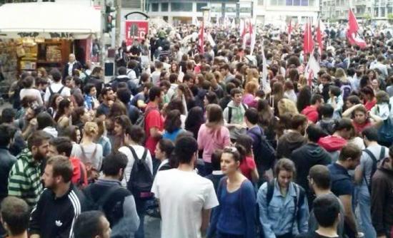 Πάτρα: Διαδηλώνουν χιλιάδες εργαζόμενοι thumbnail