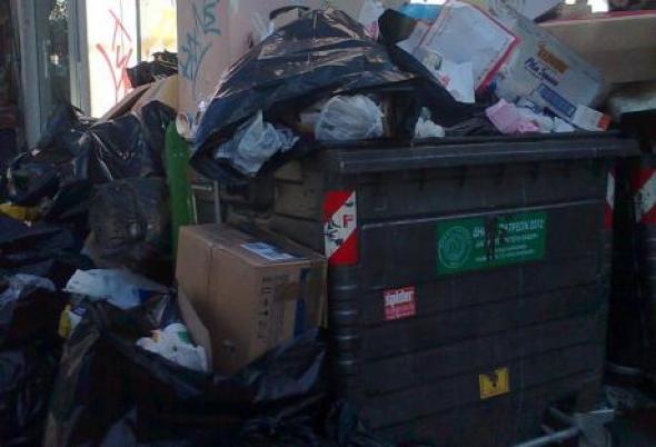 Τόνοι τα σκουπίδια στην Πάτρα thumbnail
