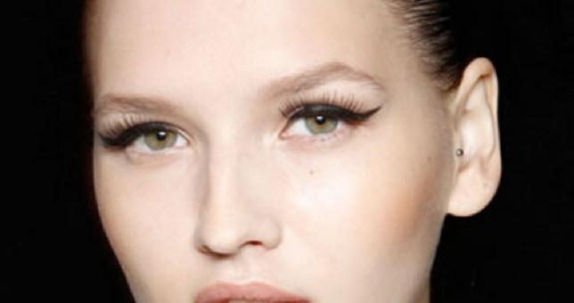 Τέλεια γραμμή eyeliner με 3 βήματα! thumbnail