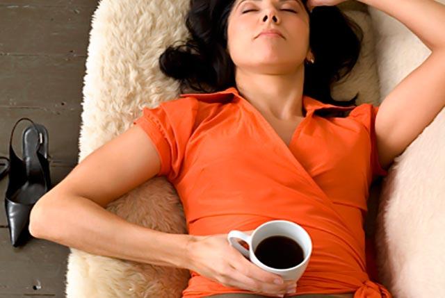 Γιατί δεν πρέπει να πίνουμε καφέ μετά από αλκοόλ; thumbnail