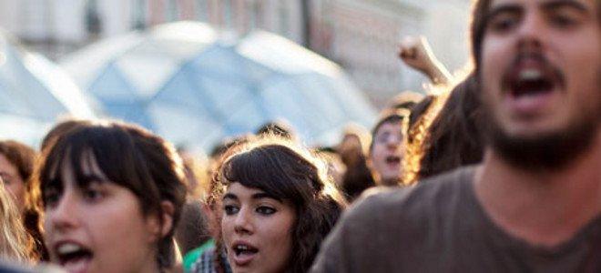 Aπελπισμένη άνεργη Ελληνίδα μιλά στην Guardian thumbnail