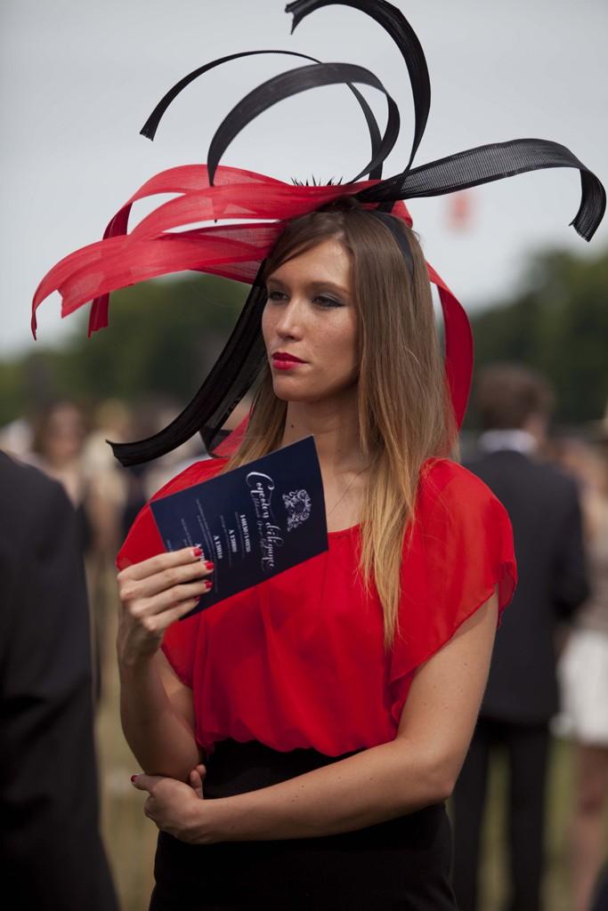 Τι φόρεσαν στους αγώνες Chantilly Prix de Diane; thumbnail
