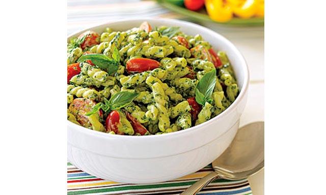 Νόστιμη σαλάτα με μακαρόνια και πέστο σε 20'! thumbnail
