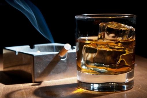 Αλκοόλ και τσιγάρο: Κίνδυνος μετά τα 40 thumbnail