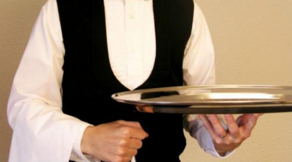 Αποκαλούν σερβιτόρους του Έλληνες  thumbnail