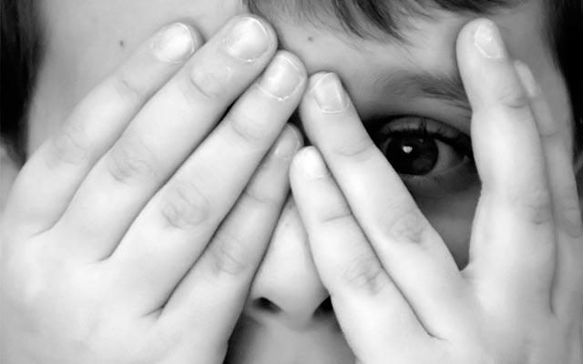Kοινωνική φοβία: Πώς ξεπερνάμε το άγχος της κριτικής;  thumbnail