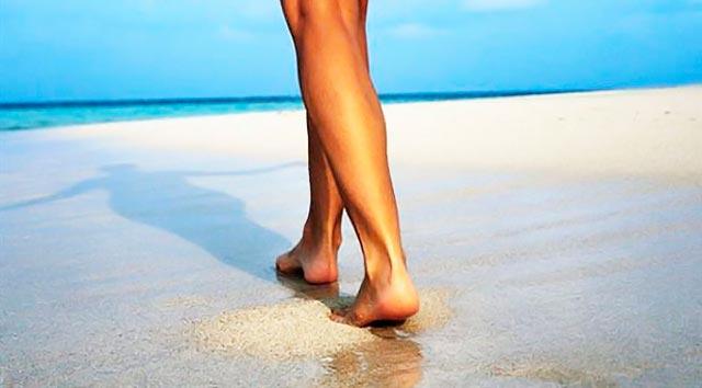 Τα 10 οφέλη του να περπατάς ξυπόλυτος στην άμμο! thumbnail