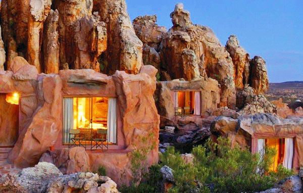 Έφτιαξαν ξενοδοχείο μέσα στα βράχια! thumbnail