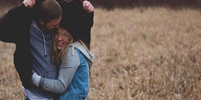 Ζώδια και σχέσεις: Ποια ερωτεύονται τους φίλους τους;
