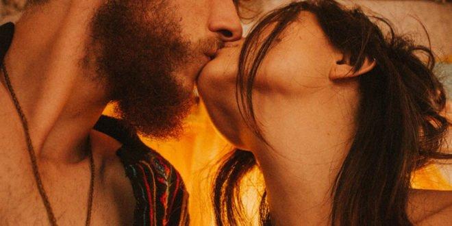 Ερωτικές ιστορίες: «Ο άνδρας μου προτιμά το πορνό» – Πότε υπάρχει κίνδυνος εξάρτησης;