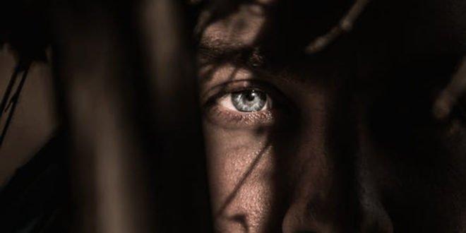 Παράνοια και διαταραχές προσωπικότητας: 4+1 χρήσιμες απαντήσεις από μια ψυχολόγο