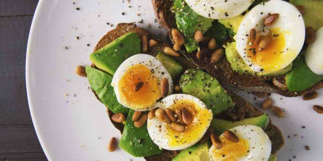 Η super νόστιμη και θρεπτική συνταγή με αυγό και αβοκάντο