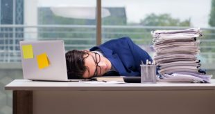 egrasiomanis-ergasiomania-workaholic-pou-ofeiletai