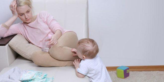 Επιλόχεια ψύχωση: Το σύνδρομο που μπορεί να οδηγήσει στη δολοφονία του παιδιού από τη μητέρα