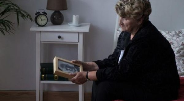 Πένθος: Πώς να διαχειριστείς και να αντιμετωπίσεις την απώλεια κάποιου;